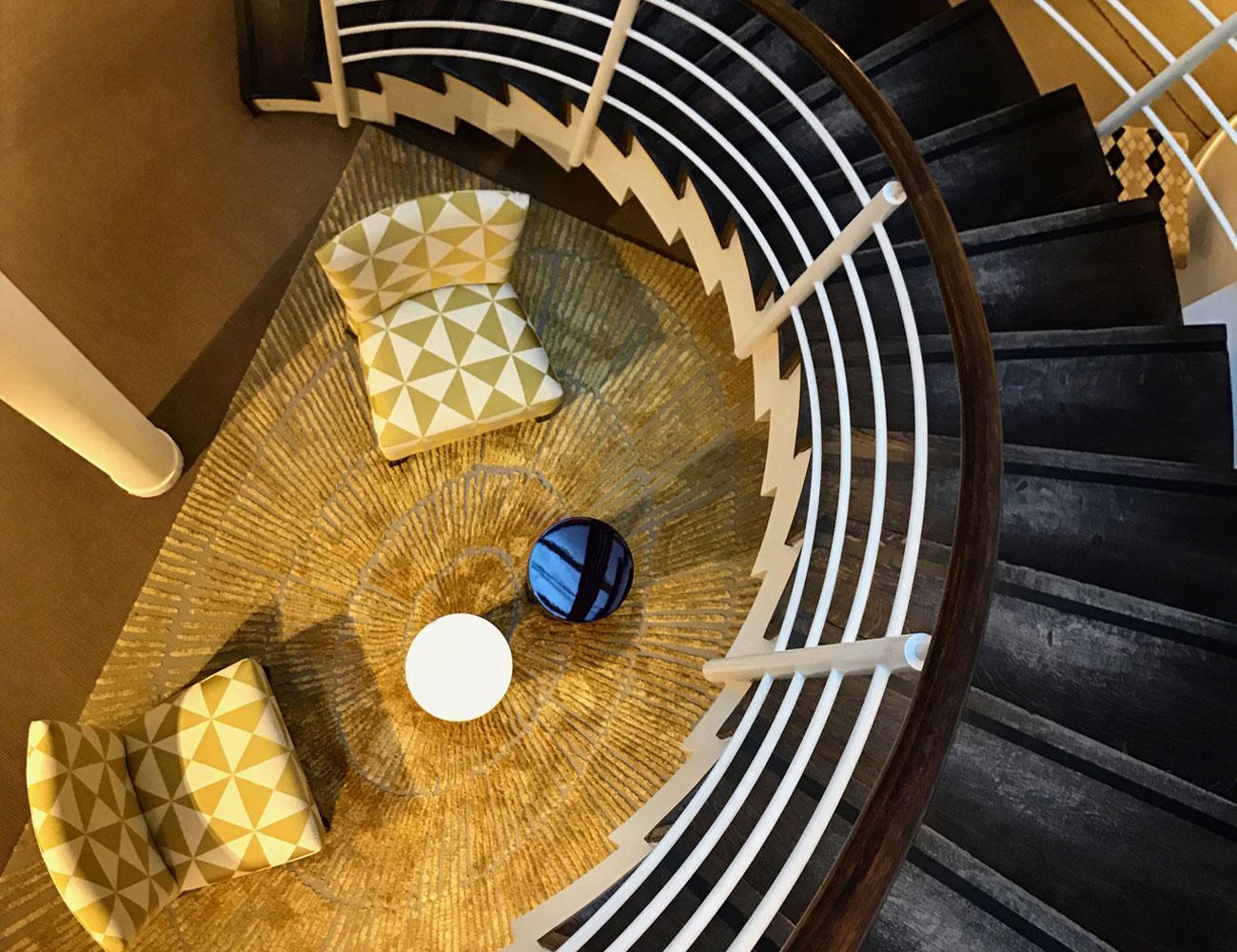 Дизайн лестниц в эксклюзивных интерьерах КП «Миллениум Парк», «Золотой мили» и «Москва Сити». Фото 01